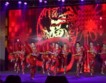 勇立潮头谋发展 根情相牵馈桑梓----上海市四川商会2016年会
