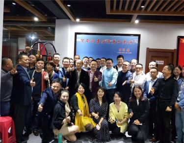 商会执行会长钟映松一行走进上海南部商会